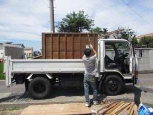 2トントラックへ積込